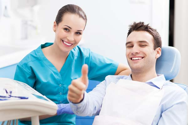 Reasons To Visit A Dental Implant Professional